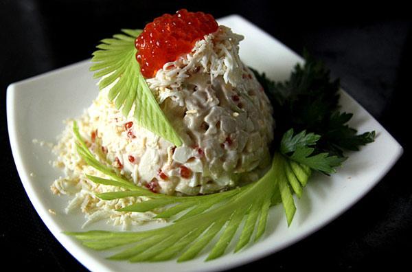 salat-imperator-s-kalmarami-i-krasnoj-ikroj