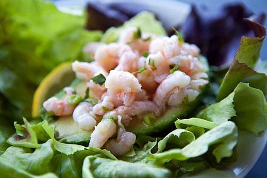 salat-rusalochka-s-krevetkami-i-avokado-2
