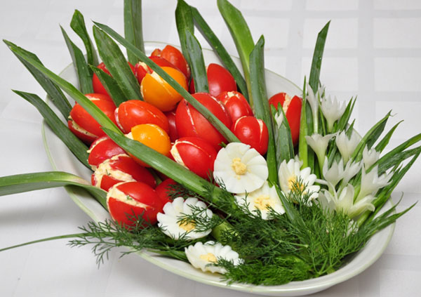 salat-na-8-marta-buket-tyulpanov