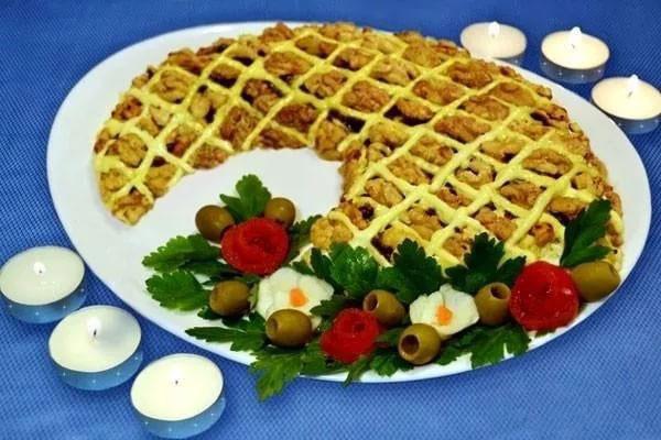 salat-rog-izobiliya-vse-recepty-salata-v-bline-2