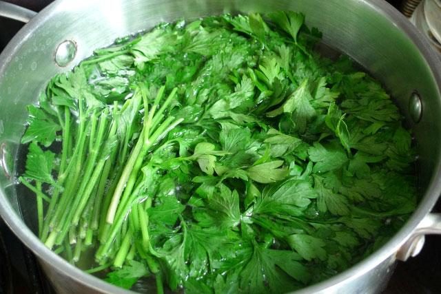 salat-iz-svekly-i-makaron-pod-zelenym-sousom-sinora-makarona-4