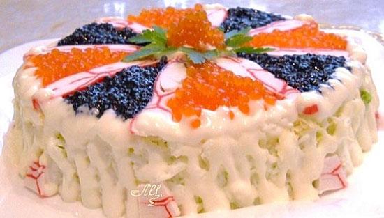 salat-s-ikroj-kalmarami-i-krabovym-myasom