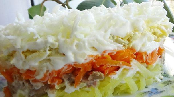 salat-naxodka-s-pechenyu-treski-i-plavlennym-syrom