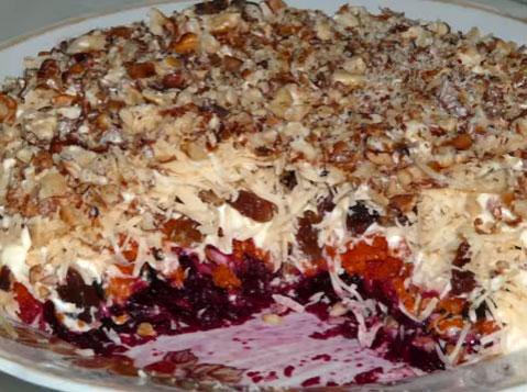 sloenyj-salat-magdalena-iz-svekly-syra-chernosliva-4