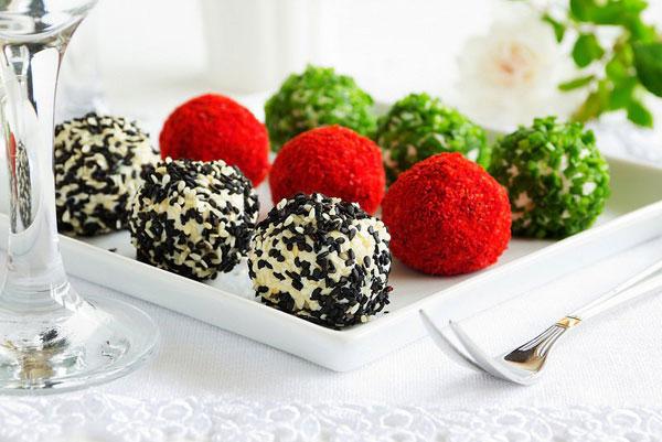 salat-zakuska-elochnye-shariki-syrnye-1
