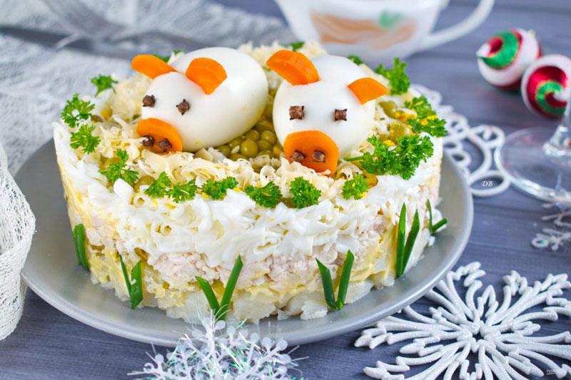 kak-ukrasit-salat-svinya-2019-2