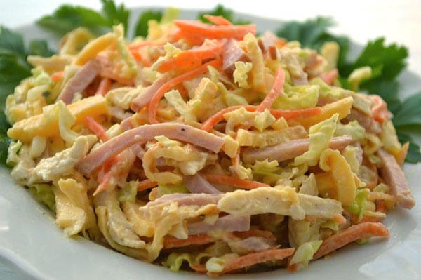 salat-s-kuricej-vetchinoj-i-pekinskoj-kapustoj-anastasiya