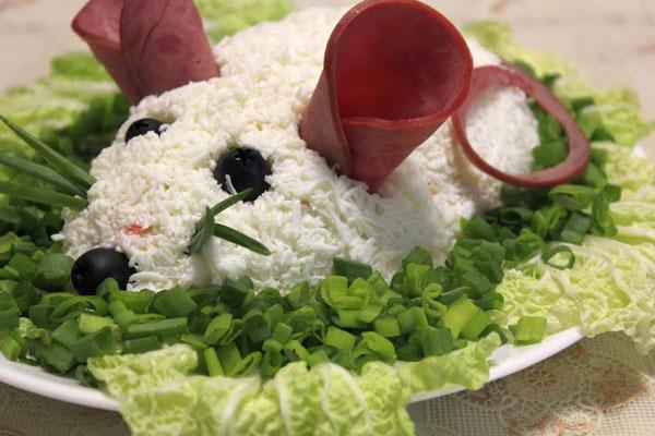 salat-belaya-mysh-s-krabovymi-palochkami