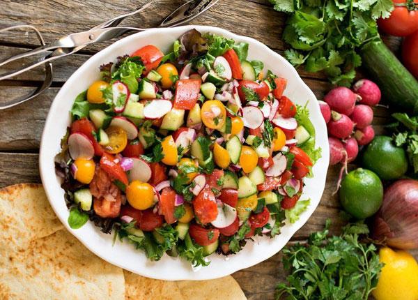 iranskij-salat-shirazi-iz-svezhix-ovoshhej-s-myatoj-2