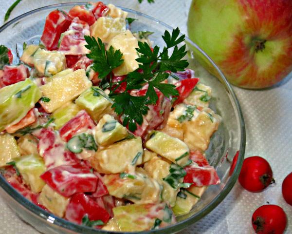 salat-druzhba-narodov-iz-yablok-i-krasnogo-perca
